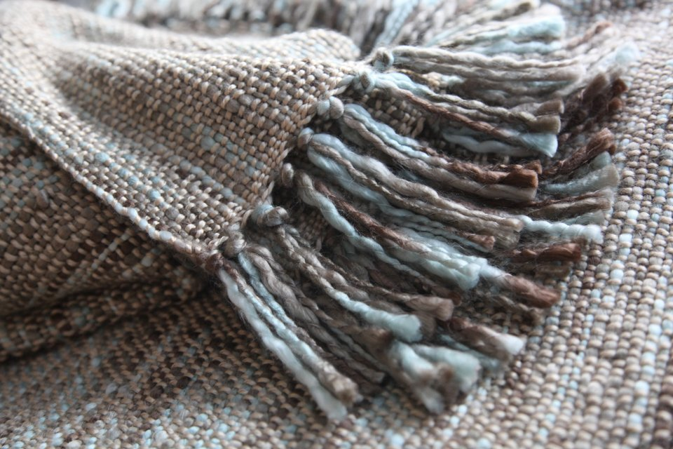 Wool blanket with knotted fringe tassels
