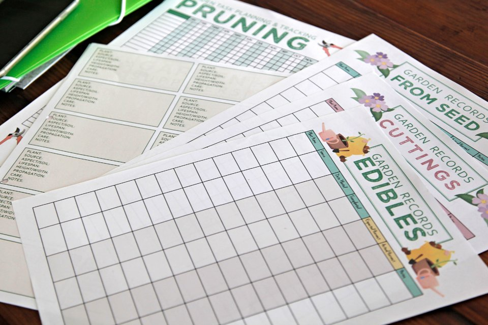 Free printable pages for making a garden journal